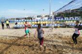 Ούτε ο νοτιάς δεν σταμάτησε τους λάτρεις του Beach volley (photos)